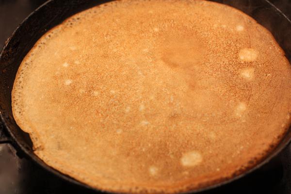 Жарьте с двух сторон до золотисто-коричневого цвета.