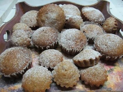 Готово! Готовые кексы можно посыпать сахарной пудрой. Приятного аппетита.