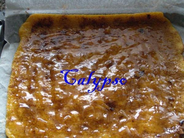 Пласт снова развернуть, нанести небольшое количество джема из апельсина. Очень советую приготовить джем самим, по старинной португальской рецептуре. Это очень вкусно! Вы не пожалеете! http://www.foodclub.ru/detail/7638/
