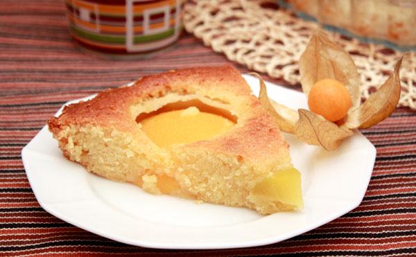 Печем пирог при температуре 160 градусов минут 30-35.  Он должен зарумяниться и покрыться золотистой корочкой.