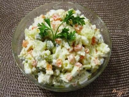 Готово! Перед подачей украсить салат веточкой петрушки. Приятного аппетита!