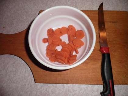 Морковь порезать кружочками