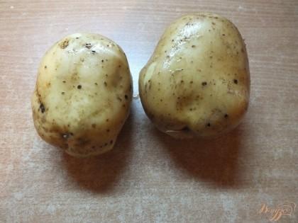 Картофель берем для запекания, тщательно моем не снимая шкурку.