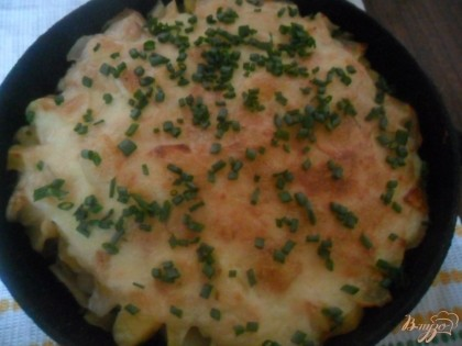 Готово! Готовим до готовности картофеля и образования золотистой корочки.