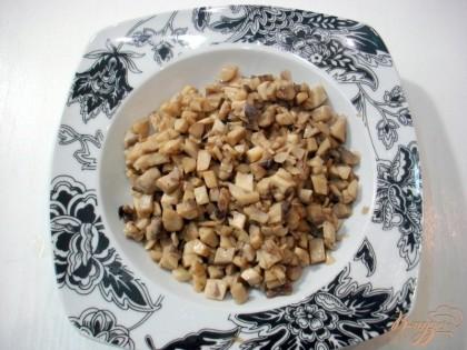 Жареные грибы выкладываем в тарелку.