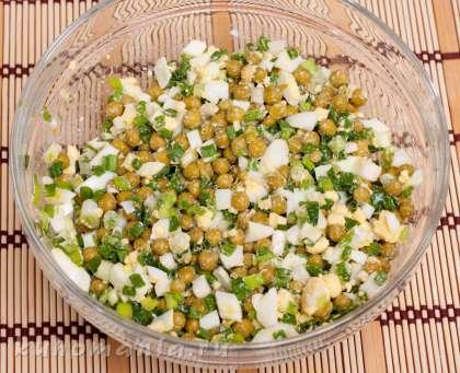 Салат с яйцами рисом и горошком