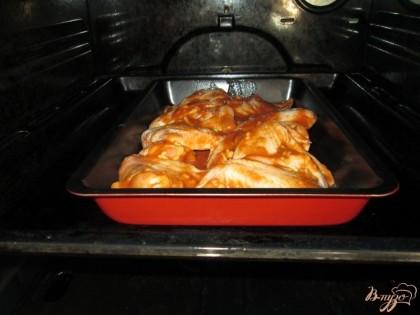 Сколько нужно запекать крылышки в духовке