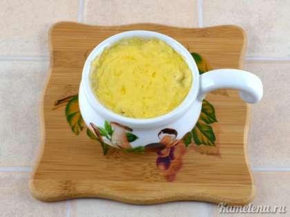 Готово тогда, когда сыр сверху хорошо расплавится (при желании можно готовить дольше, до хрустящей корочки).