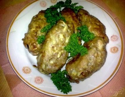 Готово! Выложите на блюдо и украсьте зеленью. Подавать с отварным картофелем или картофельным пюре.