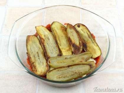 Затем опять баклажаны, соус, моцарелла и последний слой баклажанов.