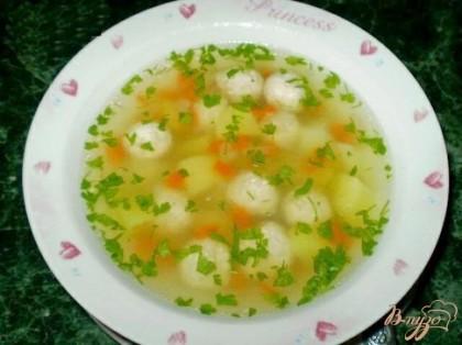 Готово! Спустя 20 минут выключите суп и дайте настояться минут 30. Крышку лучше не открывать(не выпускайте витамины, пусть они останутся в супчике).При подаче супа покрошите зелень прямо в тарелочку. (Вареная зелень не содержит витаминов.)Приятного аппетита!