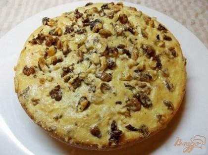 Готово! Подавайте пирог теплым, но не горячим. Если он не сладкий - то со сметаной. Приятного вам аппетита! =)
