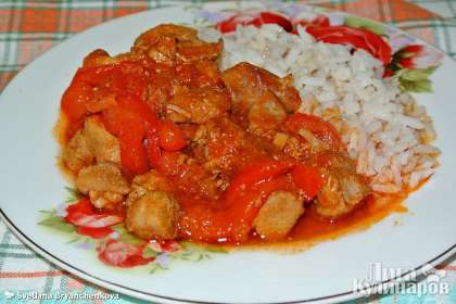 На гарнир к гуляшу из индейки лучше приготовить рис. Приятного аппетита!