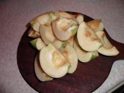 Яблоки помыть и порезать