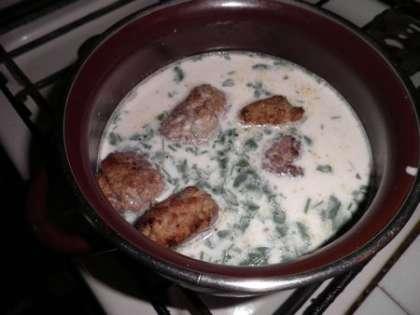 Тушить тефтели в сливочном соусе