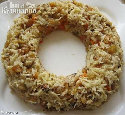 Затем сырно-ореховую смесь с чесноком.