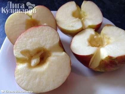 Первые 3 шага для приготовления  вам нужны в том случае, если вы используете свежие яблоки, а не готовое яблочное пюре. Итак, яблоки помойте, удалите сердцевину