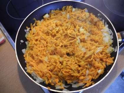 Тушить морковь с луком и специями