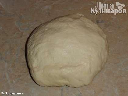 Замесили  тесто для чуду с картошкой и сыром .    ТЕСТО:  мука -  2,5 стакана.  кефир - 200гр.  1 ч. лож. соды без горки.    НАЧИНКА:  картошка 6 штук  300 гр. сыра адыгейского.(можно брынзу)  сливосное масло.