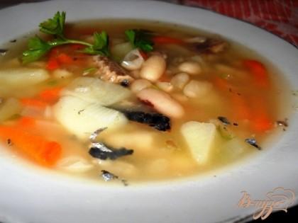 Готово! Зелень мелко рубим и добавляем в суп, перемешиваем, накрываем крышкой и ждем пока не остынет! Зелень можно добавлять прямо а тарелку. Подавать можно с сухариками. Приятного аппетита!