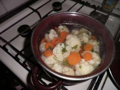Отварить капусту вместе с морковью