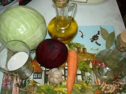 Набор продуктов, который нам понадобится для приготовления салата.