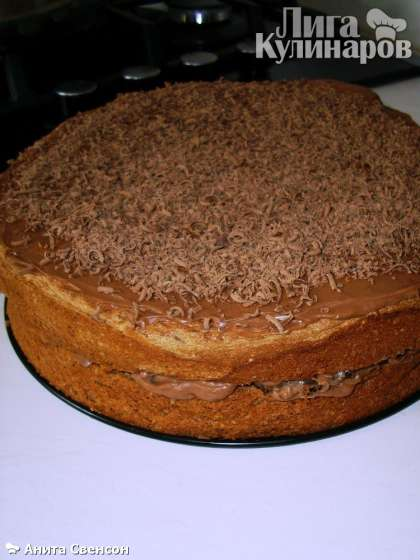 "Украшаем торт тертым молочным шоколадом.   ""Пьяная слива"" готова."