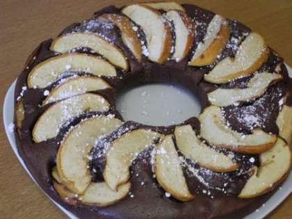 Готовый пирог посыпать сахарной пудрой