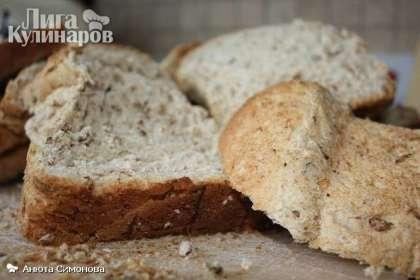 Хлеб нарезаем на ломтики