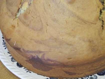 Готовый кекс выложить на тарелку