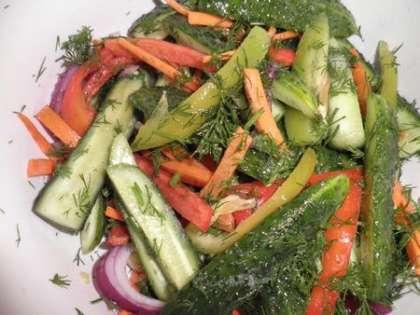 Нарезать овощи и зелень