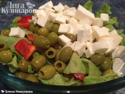 И выкладываем в греческий салат.
