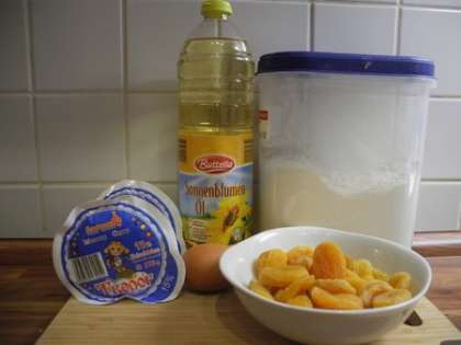 Для приготовления сырников с курагой понадобится: