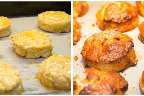 Выложите булочки на противень, но не слишком близко друг к другу. Обрезки снова раскатайте, нарежьте и т. д. - пока не используете все тесто без остатка.  Разогрейте духовку до 220 °С.  Смажьте булочки яйцом, дайте немного обсохнуть и смажьте еще раз. Уменьшите температуру духовки до 200 °С и выпекайте сконы 20 минут, пока они не поднимутся и не зарумянятся.