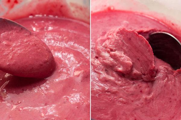 Накройте смесь пленкой и уберите её в морозильник, чтобы она охладилась до частичного застывания.