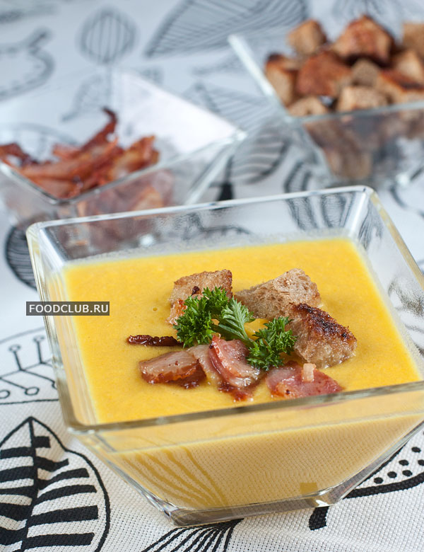 Подавайте суп горячим, небольшими порциями, обязательно с беконом и гренками.  Приятного аппетита!