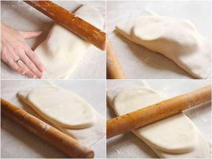 """Достаем масло из холодильника (тесто и масло должны быть примерно одной температуры, поэтому тесто тоже должно быть еще холодным), кладем на лист теста поперек и посередине. Накрываем сначала одной стороной, а потом второй, осторожно натягивая края и прижимая пальцами концы, чтобы получился вот такой хорошо запечатанный """"пакет""""."""
