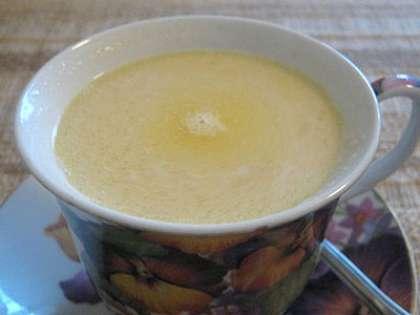 В таком виде чай можно подавать на стол. Хорошо сочетается напиток с печеньем «Крекер» или «Хворост». Не удивляйтесь, но чем больше вы положите соли и масла, тем ваш таджикский чай будет вкуснее. Советуем вам обязательно поэкспериментировать с этим необычным напитком.