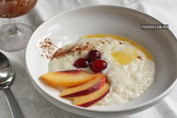 При подаче кашу можно сдобрить маслом (особенно если вы не делали этого при варке), украсить фруктами и ягодами, посыпать молотой корицей или подать к ней варенье. Но даже без этих добавок вкусный завтрак вам обеспечен.  Приятного аппетита!