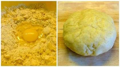 В большую миску всыпать муку, добавить соль, сливочное масло и перетереть смесь в жирную крошку.