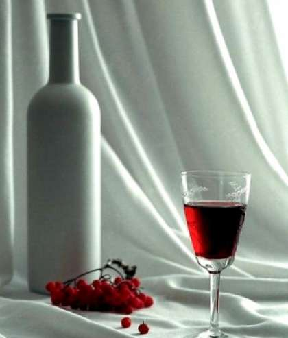 На стол подавайте вино слегка охлажденным.