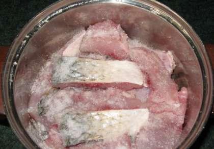 За 30 минут до готовки посолите мясо. Во время приготовления поливайте маринадом.