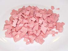 Такими же кубиками  (5 мм) нарежьте докторскую колбасу.