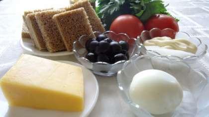 В списке ингридиентов, я указала примерное количество продуктов, вы можете использовать яйцо или не использовать во все.Зелень и маслины не указаны в списке, их можно и не использовать!Этот рецепт больше как идея.