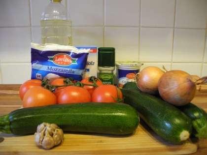 Для приготовления закуски из помидор и кабачков нам понадобится: