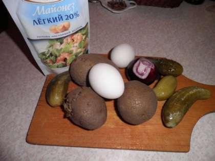 Для приготовления закуски: картофельный салат с луком и огурцом нам понадобится