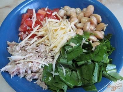 Салат из куриной грудки фасоли и помидоров