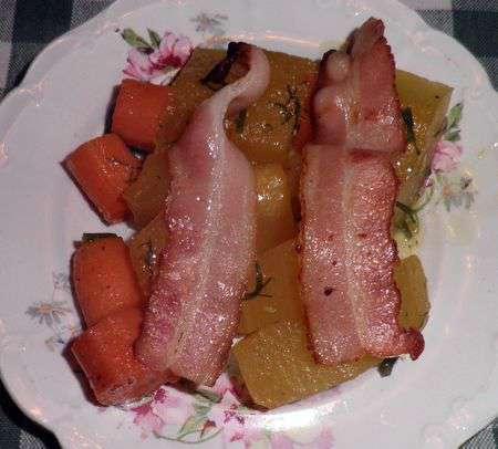 Тушеная тыква с беконом и морковью