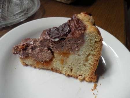 Пирог с шоколадной начинкой и абрикосами