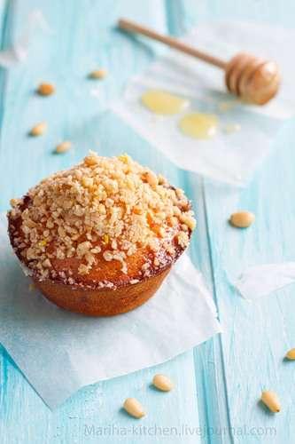 Сливочные кексы с медом и кедровыми орехами